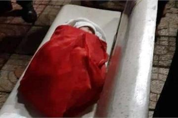 Đắk Nông: Cảnh sát 113 đưa bé gái sơ sinh bị bỏ rơi giữa công viên vào bệnh viện