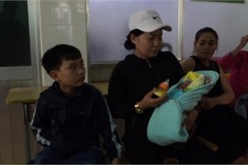 Đắk Lắk: Phát hiện bé gái bị bỏ rơi bên lề đường trong tình trạng tím tái