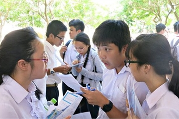 Từ ngày mai, học sinh THPT ở Hà Nội có thể làm thủ tục chuyển trường hoàn toàn qua mạng