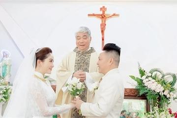Những khoảnh khắc đắt giá trong lễ cưới tại nhà thờ của Bảo Thy và chồng doanh nhân