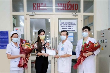 Khoảnh khắc Tiên Nguyễn bình phục gây chú ý với cây hàng hiệu đúng chuẩn Rich kid