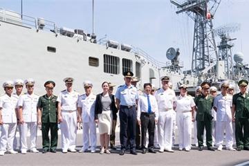 Tàu đổ bộ, tàu tên lửa Australia thăm Việt Nam