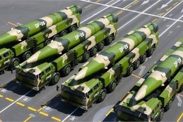"""Tung cảnh phóng thử """"sát thủ diệt Guam"""" DF-26, Trung Quốc trực tiếp dằn mặt Mỹ"""