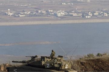 Xem xe tăng Israel băng qua cao nguyên Golan, tiến vào thị trấn biên giới Syria