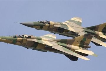 """Dàn tiêm kích MiG-23 """"dội lửa"""", căn cứ chứa UAV và tên lửa của Thổ Nhĩ Kỳ nổ tung"""