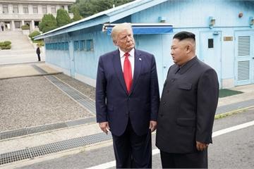 """Ông Trump """"bất ngờ"""" muốn hợp tác với Triều Tiên giữa đại dịch Covid-19"""