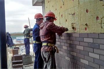 Vì sao hơn 500 công nhân Triều Tiên vẫn ở lại Nga dù hết hạn làm việc?