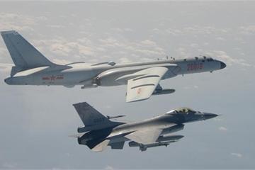 """Hé lộ cuộc tập trận """"bất thường"""" của không quân Trung Quốc quanh đảo Đài Loan"""