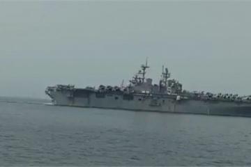 Hải quân Iran âm thầm bám đuôi siêu tàu tấn công đổ bộ Mỹ trên eo biển Hormuz