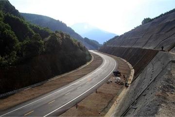 Bộ GTVT lên tiếng về công khai tên nhà thầu DA cao tốc Bắc Nam tuyến Cam Lộ - La Sơn
