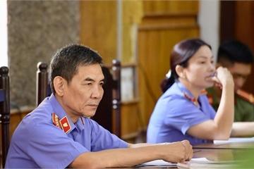 Xử vụ sửa điểm thi ở Sơn La: Áp giải một loạt nhân chứng đến tòa