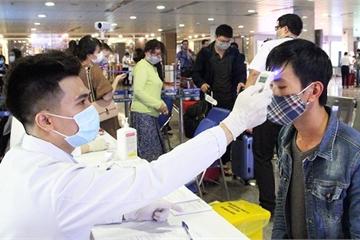 Một hành khách trở về từ Hàn Quốc đi xe khách suốt từ TP.HCM ra Nam Định