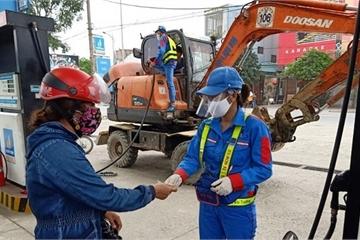 Trực tiếp đứng bán hàng, nhân viên các cây xăng được bảo vệ như thế nào?