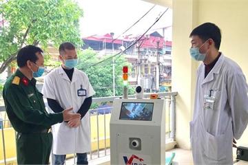 Việt Nam tiếp tục ghi điểm trong phòng, chống COVID-19 bằng robot cách ly