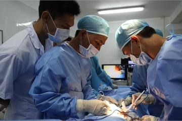 Trung tâm y tế thị trấn Trường Sa phẫu thuật cấp cứu ngư dân bị đau ruột thừa cấp