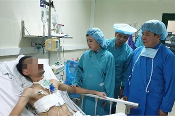 """Kỷ lục ghép tạng 15 ca/tuần: Bộ trưởng Bộ Y tế """" khen nóng"""" tập thể BV Việt Đức"""