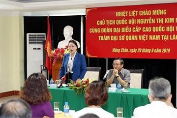 Chủ tịch Quốc hội thăm đại sứ quán và cộng đồng doanh nghiệp Việt Nam tại Lào