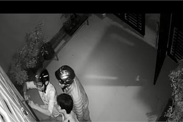 TP.HCM: Đôi nam nữ trộm hàng trăm triệu giữa ban ngày bị camera ghi lại