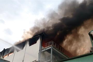 Bình Dương: Cháy dữ dội công ty bánh kẹo trong KCN Sóng Thần