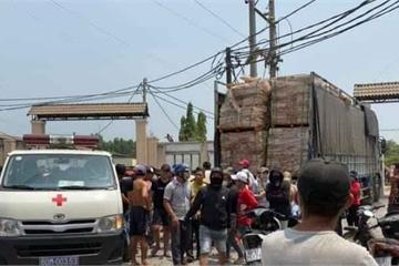 Đồng Nai: Trèo lên mở bạt thùng xe tải, tài xế bị điện giật nguy kịch
