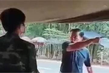 Cán bộ huyện đập bàn, quát tháo, không đo thân nhiệt ở Bình Phước bị xử lý thế nào?