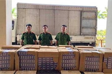 Truy tìm lái xe chở 17.000 bao thuốc lá và 60 chai rượu nhập lậu