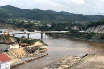 Hà Tĩnh: Lần thứ 3 trong năm 2019, nước hồ Ngàn Trươi lại chuyển màu