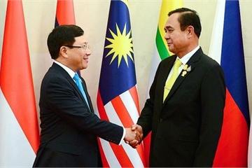 Phó Thủ tướng Phạm Bình Minh chào xã giao Thủ tướng Thái Lan trước AMM-52