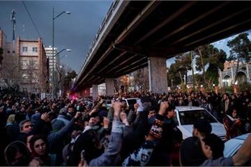 Hàng nghìn người dân Iran phẫn nộ xuống đường sau vụ máy bay Urkraine bị bắn rơi
