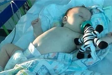 Lời khẩn cầu của mẹ bé 11 tuần tuổi mắc Covid-19 ở Anh