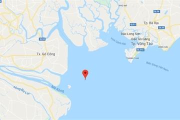 Chìm tàu cá trên biển, 5 người thoát nạn trong sóng cấp 8