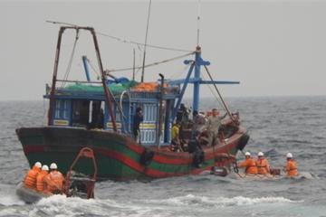 Cứu thành công 9 ngư dân trên tàu cá bị chìm tại Vũng Tàu