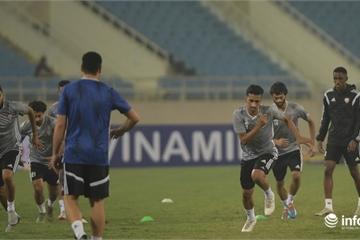 Cận cảnh các cầu thủ đội tuyển UAE trên sân Mỹ Đình trước giờ bóng lăn