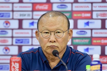 HLV Park Hang-seo lý giải đưa Tiến Dũng được bắt chính và Đình Trọng vào sân