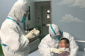 Bé 3 tháng tuổi nhiễm Covid – 19 sắp được ra viện