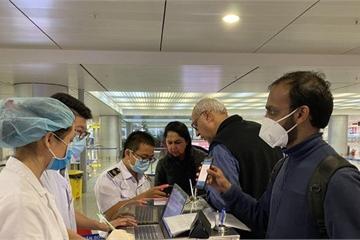 Việt Nam thêm 8 người dương tính Covid -19, bay cùng chuyến bệnh nhân số 17