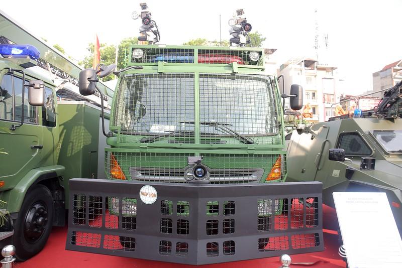 Xem xe phun nước chống bạo loạn sản xuất ở Việt Nam - ảnh 1
