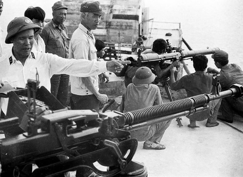Ảnh vô giá: Bộ đội Việt Nam giữ đảo Trường Sa năm 1988 sau trận Gạc Ma - ảnh 11