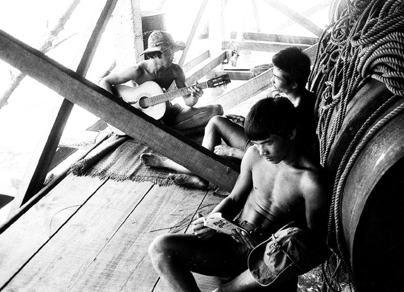 Ảnh vô giá: Bộ đội Việt Nam giữ đảo Trường Sa năm 1988 sau trận Gạc Ma - ảnh 12