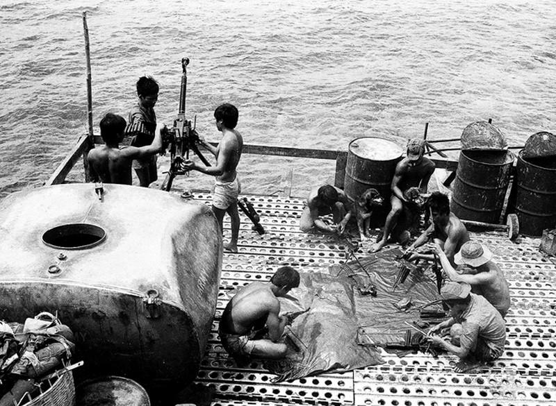 Ảnh vô giá: Bộ đội Việt Nam giữ đảo Trường Sa năm 1988 sau trận Gạc Ma - ảnh 14
