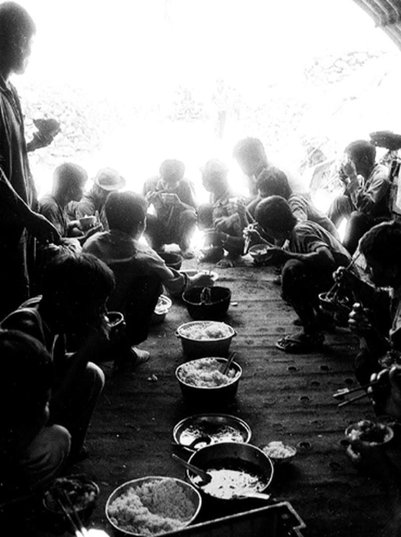 Ảnh vô giá: Bộ đội Việt Nam giữ đảo Trường Sa năm 1988 sau trận Gạc Ma - ảnh 18