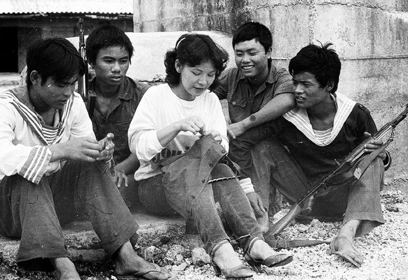 Ảnh vô giá: Bộ đội Việt Nam giữ đảo Trường Sa năm 1988 sau trận Gạc Ma - ảnh 20