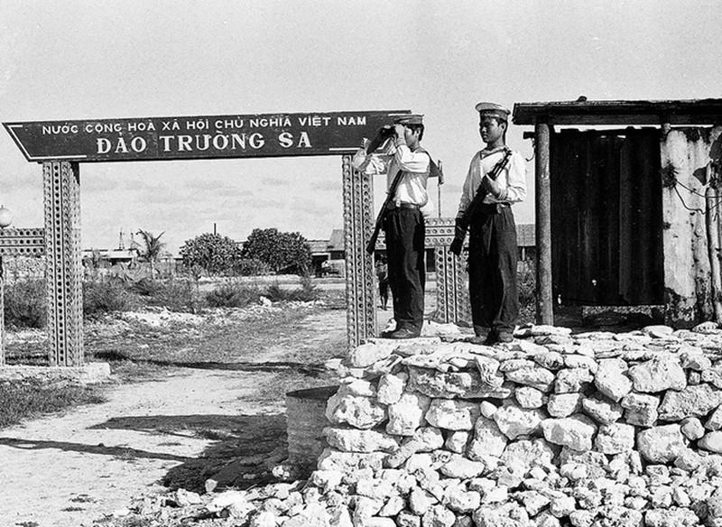 Ảnh vô giá: Bộ đội Việt Nam giữ đảo Trường Sa năm 1988 sau trận Gạc Ma - ảnh 3