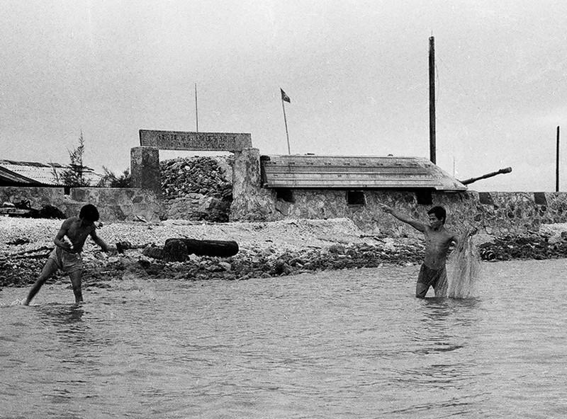 Ảnh vô giá: Bộ đội Việt Nam giữ đảo Trường Sa năm 1988 sau trận Gạc Ma - ảnh 8