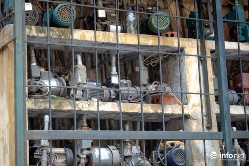 """Hàng trăm máy bơm nước """"bủa vây"""" khu tập thể giữa lòng Thủ đô - ảnh 11"""