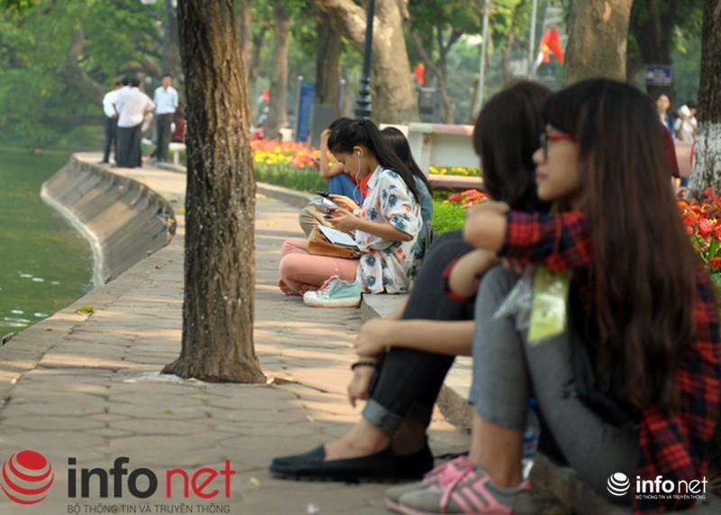Chùm ảnh: Người dân Thủ đô sống chậm trong không khí đại lễ - ảnh 4