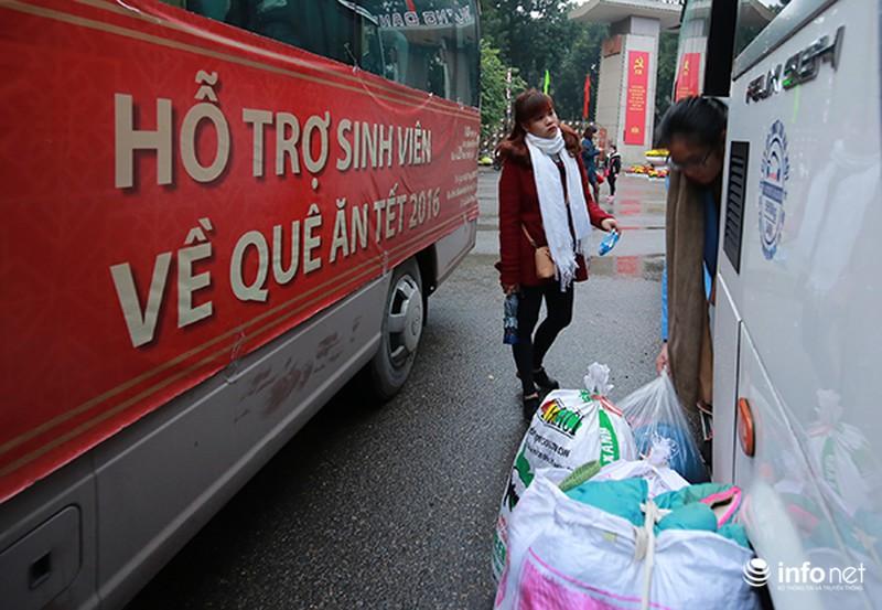 Hình ảnh 2.500 sinh viên đi xe miễn phí về quê ăn Tết - ảnh 7