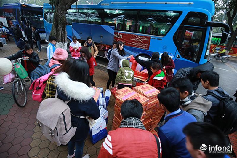 Hình ảnh 2.500 sinh viên đi xe miễn phí về quê ăn Tết - ảnh 8