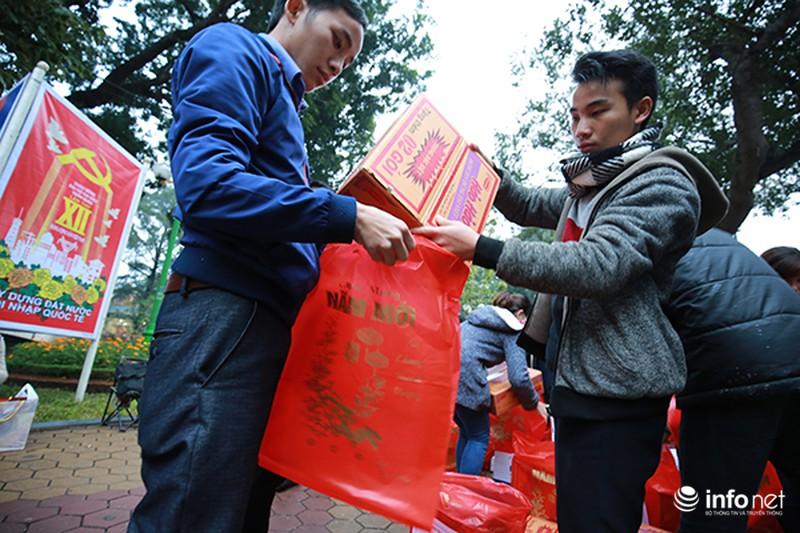 Hình ảnh 2.500 sinh viên đi xe miễn phí về quê ăn Tết - ảnh 9