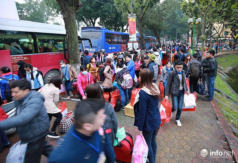 Hình ảnh 2.500 sinh viên đi xe miễn phí về quê ăn Tết - ảnh 11